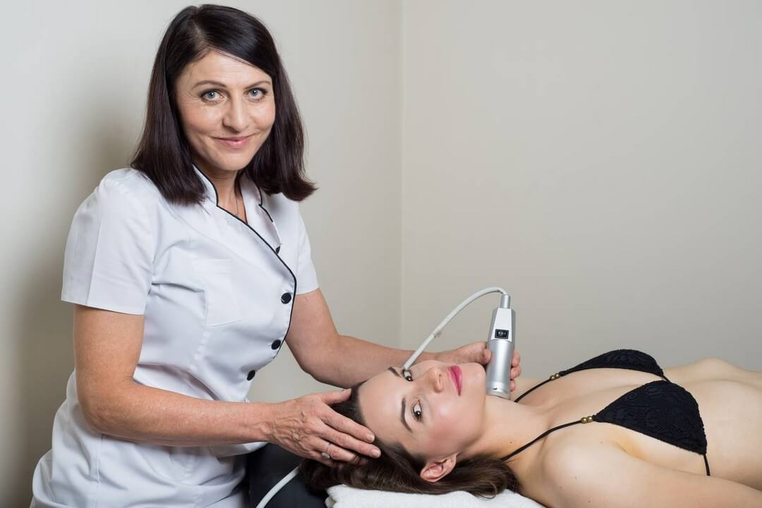 Oxygen facial therapy for skin rejuvenation, speeds up metabolic processes, hydration, and promotes the production of collagen. Fine wrinkles disappear completely. Beauty studio Dana, Prague 9