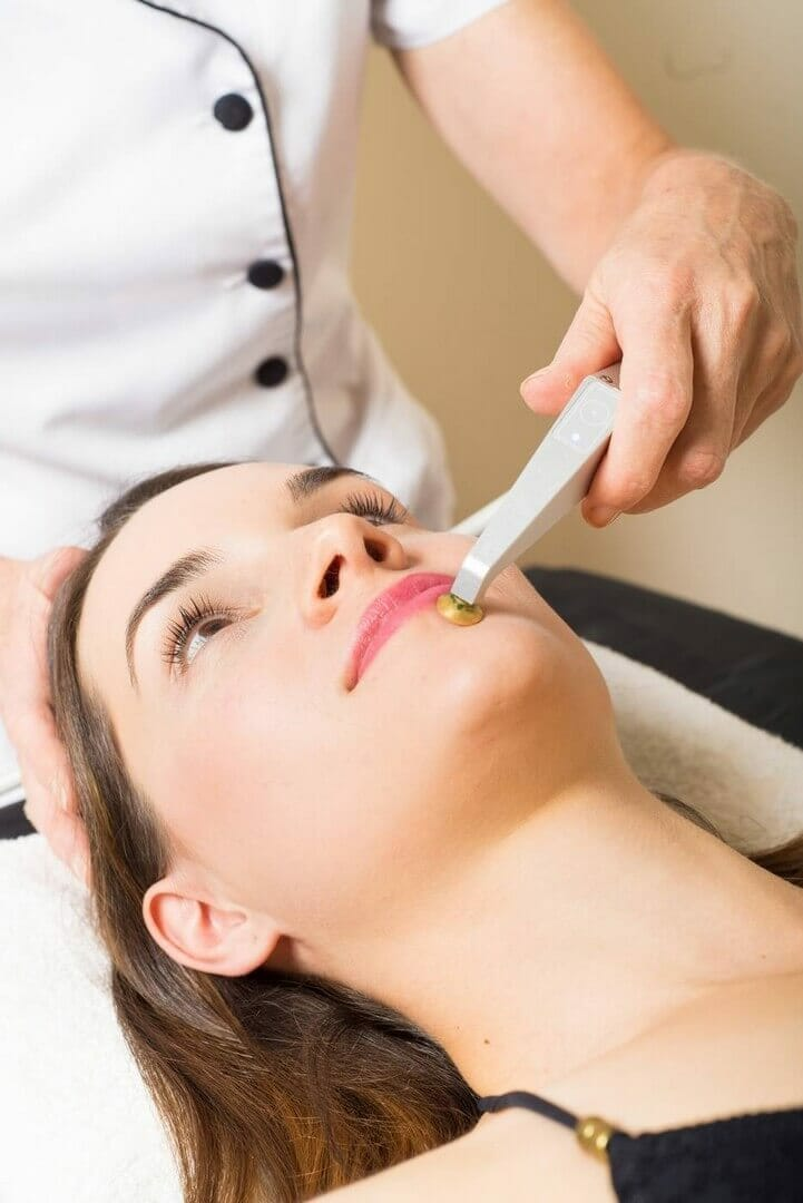 Would you like to keep your skin soft and supple or just want to slow down the signs of aging? So try Oxygen facial treatment for allergic skin. Dana Clinic, Prague 9