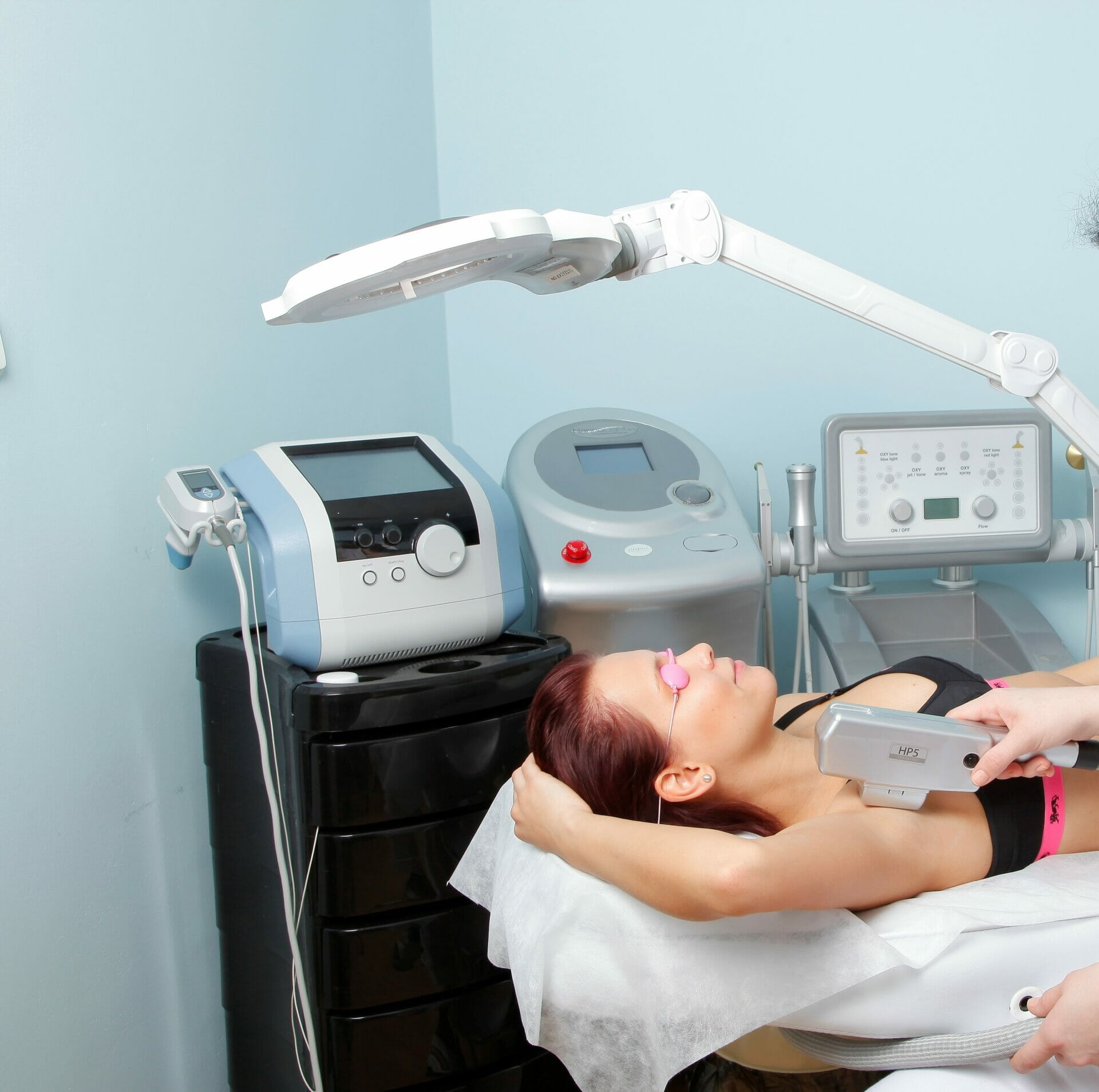 Diode laser hair removal is painless, underarm treatment, Dana Clinic, Prague 9