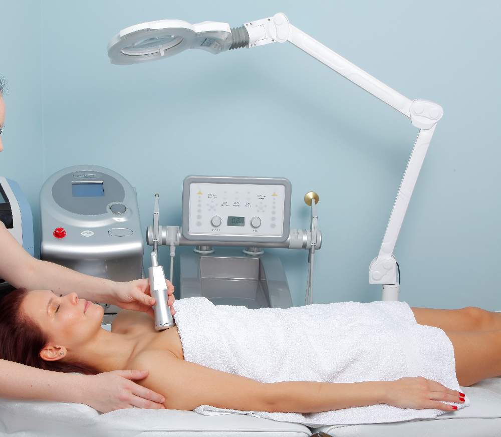 Dermatologen empfehlen Sauerstoff Gesichtsbehandlung für Akne Haut, Prague, Dana Clinic,