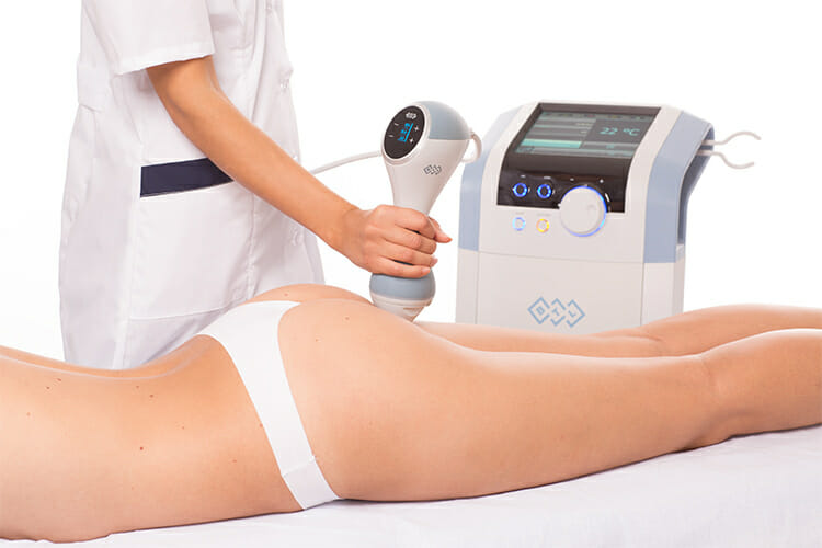 Klientka při odstraběbí celulitidy na hýždích, nejúčinější metoda BTL Unison, Beauty clinic Dana