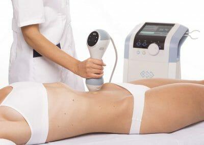 Klientka při léčbě celulitidy a zpevnění břicha, nejúčinnější metoda BTL Unison, Beauty clinic Dana